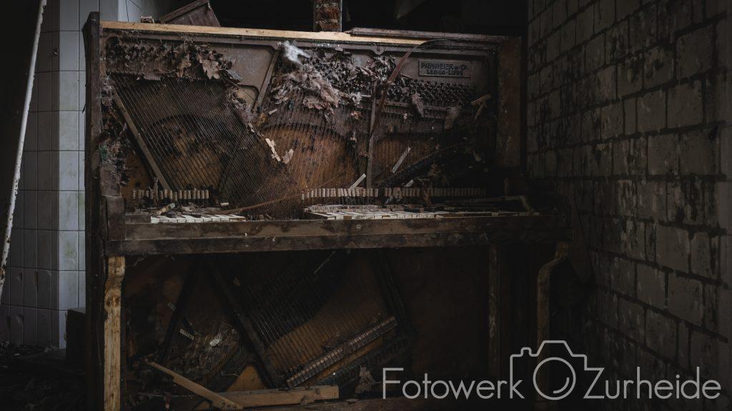 Altes Klavier ohne Verkleidung